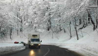 Se circulă în condiţii de iarnă în judeţul Maramureş