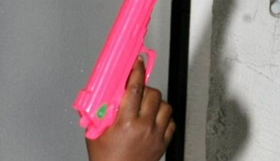 pistol jucarie