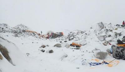 cutremur Everest