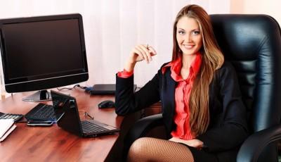 femeia la birou
