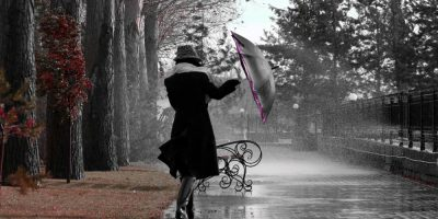 ploaie_umbrela_femeie