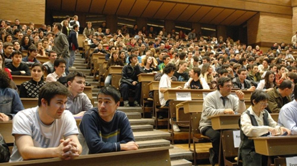 Imagini pentru studentii se lasa de facultate
