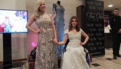Creatoarea de modă Tina Olari şi Magda Coman