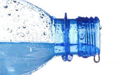 apa in sticla de plastic
