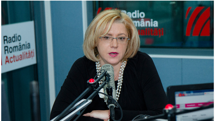 foto Corina Cretu in studioul Radio Romania Actualitati