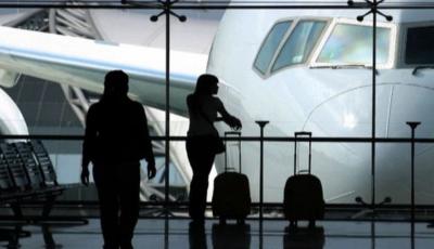 turisti avion aeroport