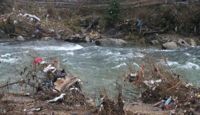 deșeuri pe râuri