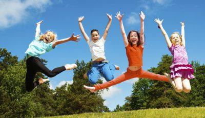 copii sar fericire