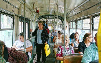 pensionari in autobuz2