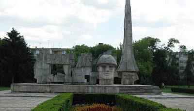 monumentul ostasului roman-carei