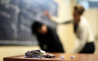 elev batut de profesor