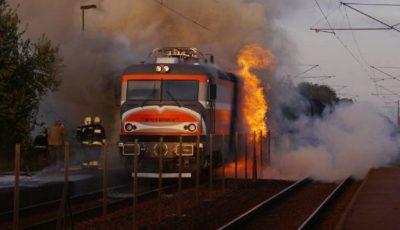 tren locomotiva foc